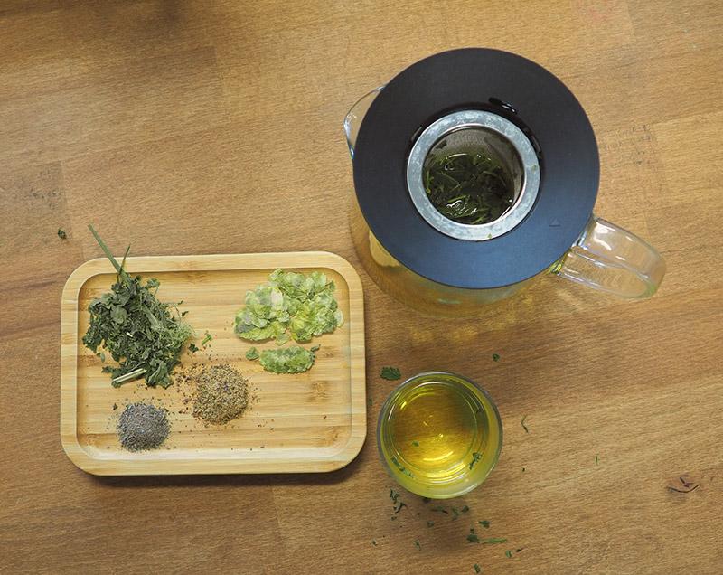 Hanftee - Wie wird er hergestellt, zubereitet und wie wirkt er? All das beantworten wir in unserem Beitrag. Wir empfehlen unseren 100% BIO Hanftee wenn sie den leckeren Tee gerne kaufen und ausprobieren wollen.